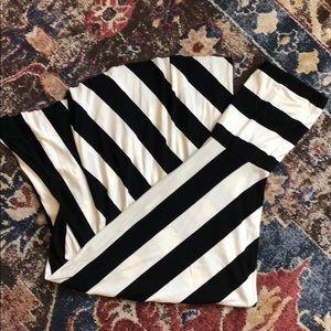 Dresses & Skirts - 😍❤️😍 B&W Striped dress